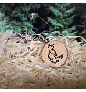 Klíčenka dřevěná liška sedící